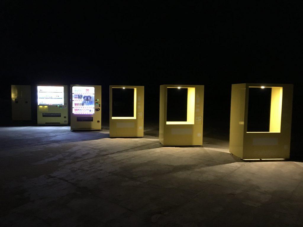 夜のジハングンの自動販売機