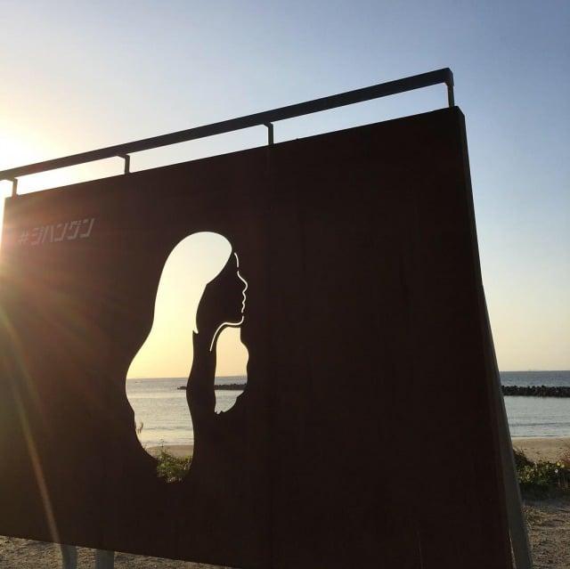 ジハングンにある女の人のオブジェ