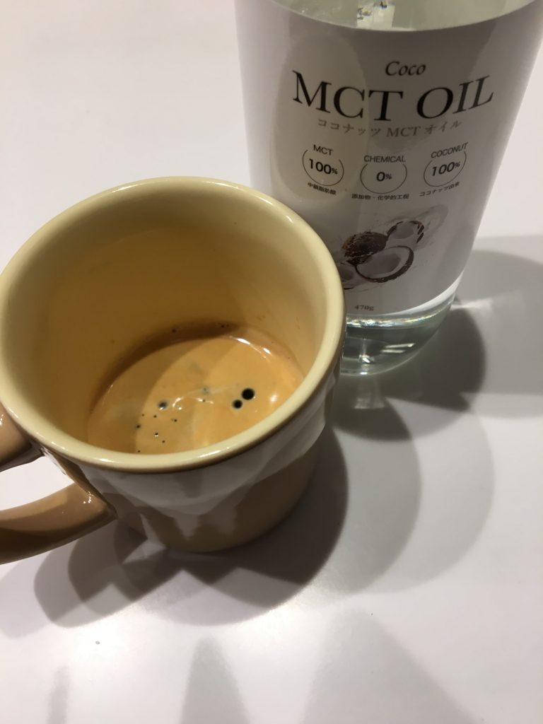MCTオイル入りのコーヒー