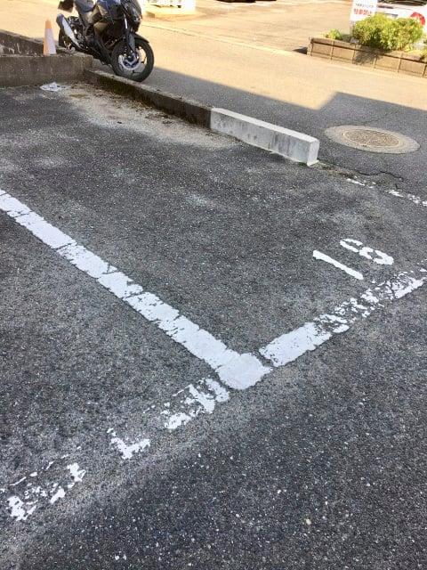 シャトーハギワラの駐車場