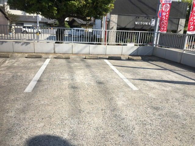 前原郵便局の東側の駐車場