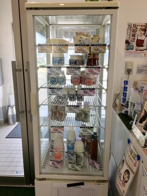 みるくぷらんと糸島工場内の直売所の商品