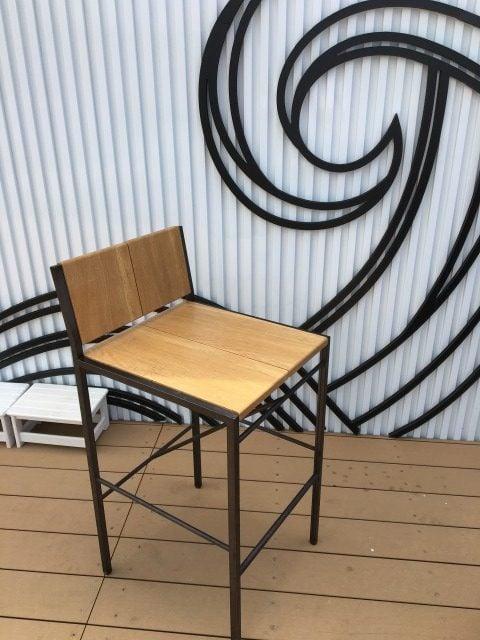 二見ヶ浦商店の椅子