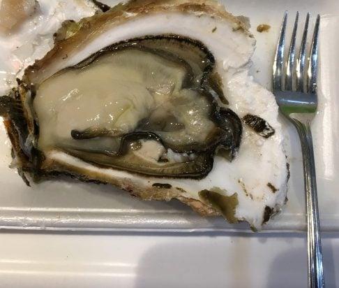 岩牡蠣とフォーク