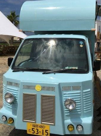 糸島レモネードの軽トラック