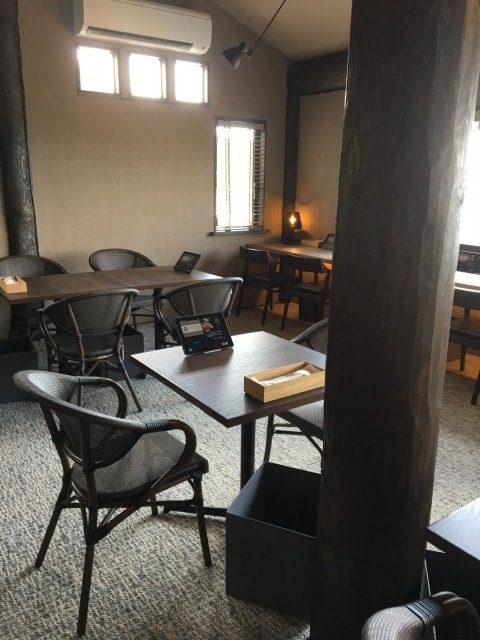 糸島茶房の店内