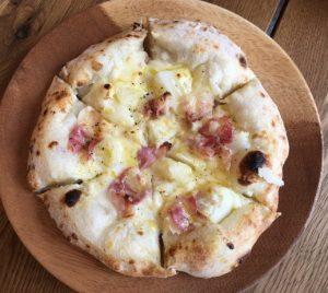 タイム伊都ハイランドの窯焼きピザ