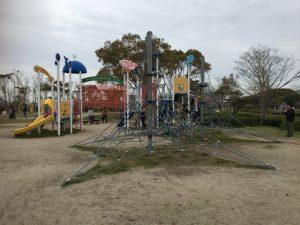 松浦河畔公園の遊具