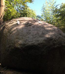 一刀石に似ている神石