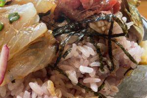 旬菜旬魚ふくふくの海鮮丼のご飯